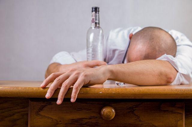 alcohol-428392 640