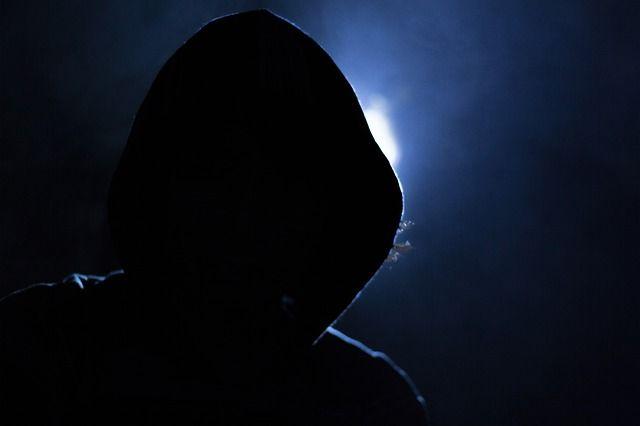 hacker-1725256 640