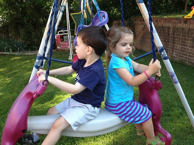 kids-at-swing-1185902 640