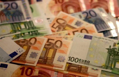money 1005479 640