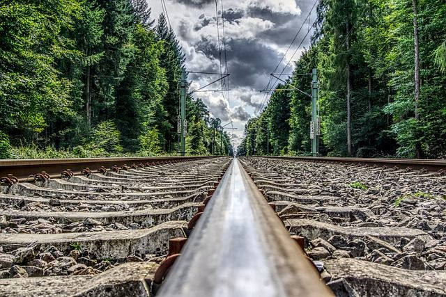rail-2782472 640