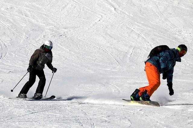 ski-2098123 640
