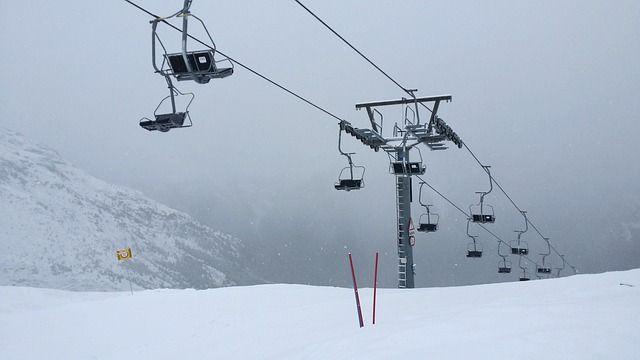 ski-lift-573904 640