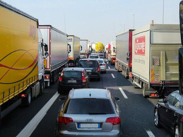 traffic-2251530 640