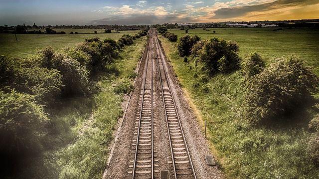 train-track-2497003 640
