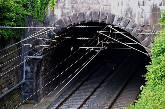 tunnel-1778578 640