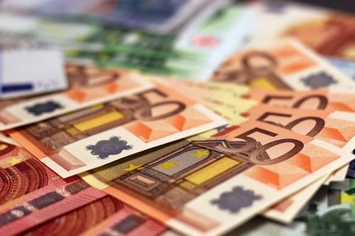 money 1005477 640