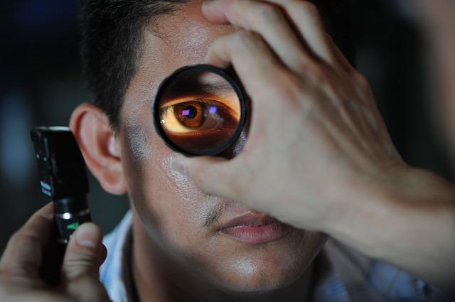 optometrist-91751 640