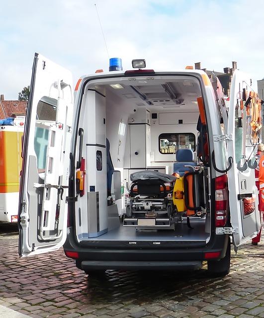 ambulance-1509645 640