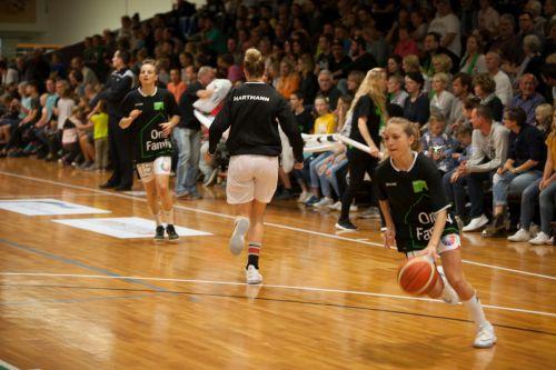 Basketball Firegirls Bradaric