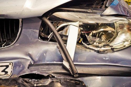 Auto Unfall Symbolbild Oktober20 1