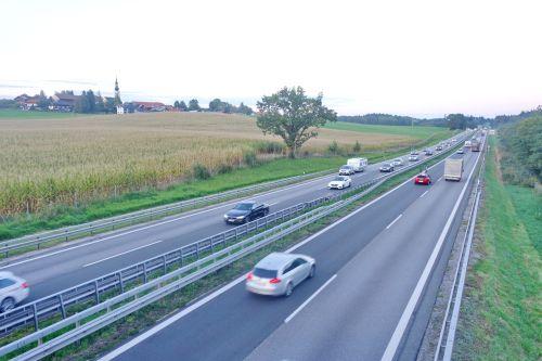 Autobahn A8 bei Umrathshausen Hoetzi