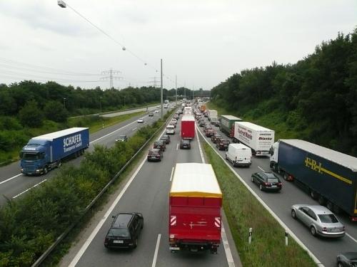 Autobahn Stau Blockabfertigung LKW