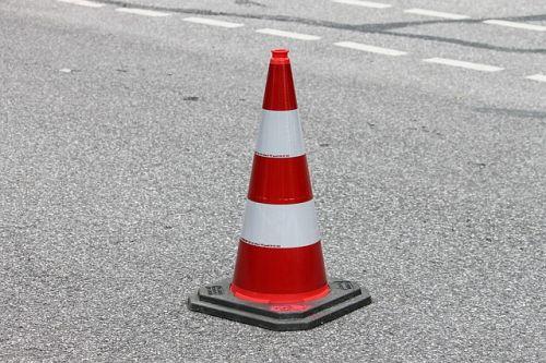 Bauarbeiten Strassenbau Pylone