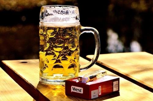 Biergarten Zigaretten Bier