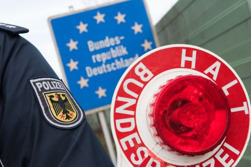 Bundespolizei Grenze Kontrolle Jacke Schild Kelle