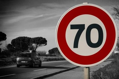 Geschwindigkeitsbegrenzung Tempo 70