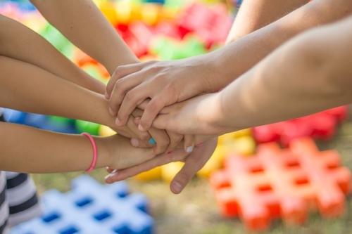 Hilfe Zusammenhalt