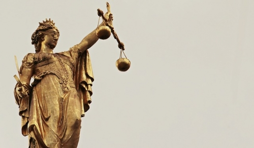 Justizia 4