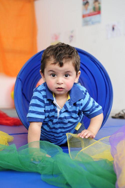 Kind beim Spielen Kindergarten