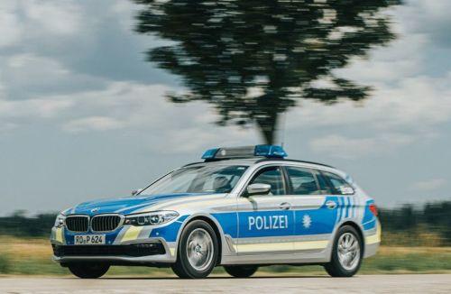 Polizeiauto fahrend