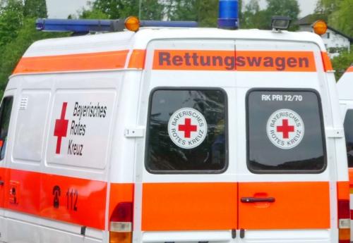 Rettungswagen Unfall Notarzt Sanka