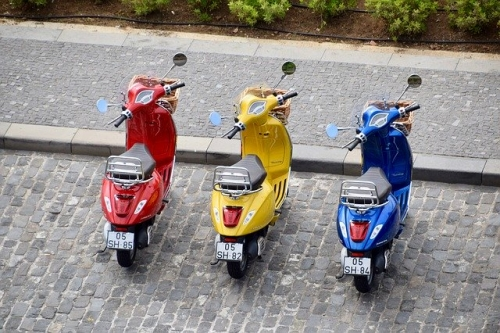Roller Mopeds Vespa
