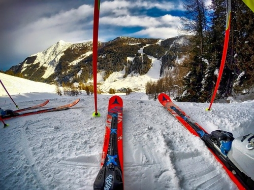Skifahren Abfahrt Alpin