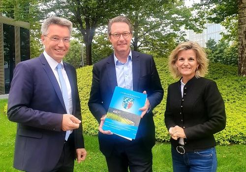 Uebergabe Resolution an Minister Scheuer Otto Lederer und Daniela Ludwig 1000