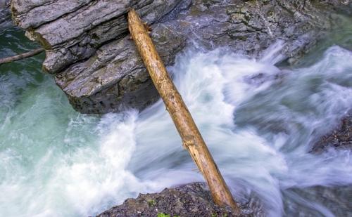 Wasser Fluss Bach Klamm
