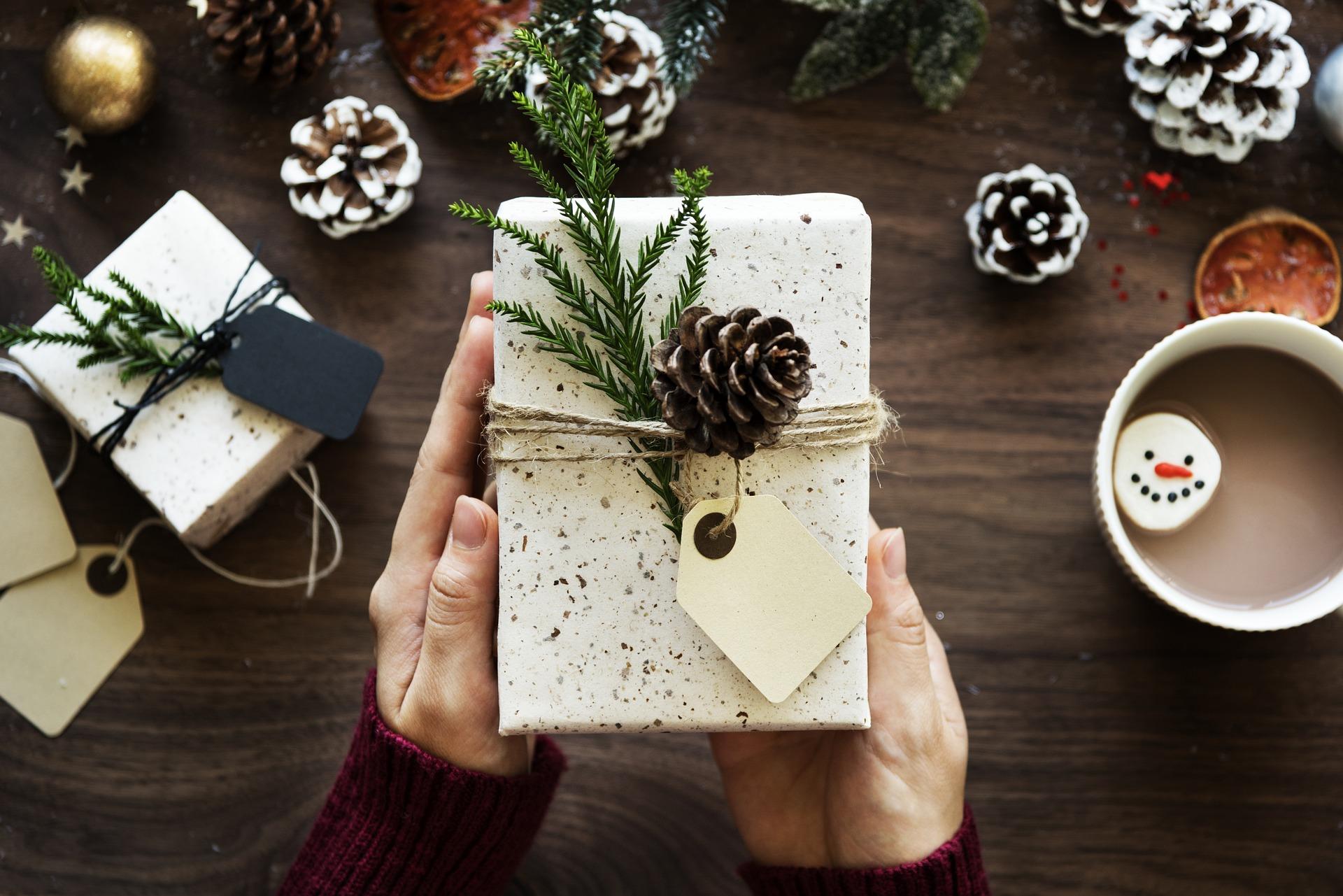 Weihnachten Geschenk Symbolbild
