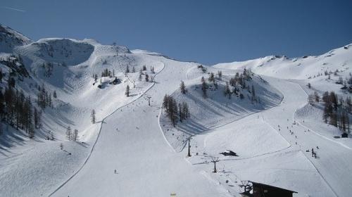 ski run 466225 640