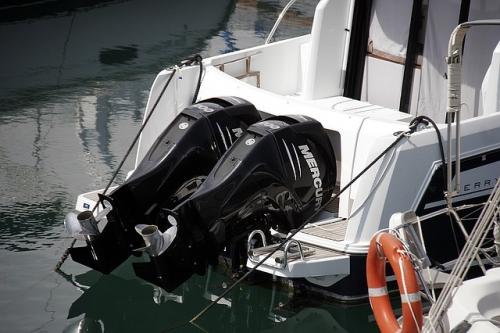 boat engines 1397750 640