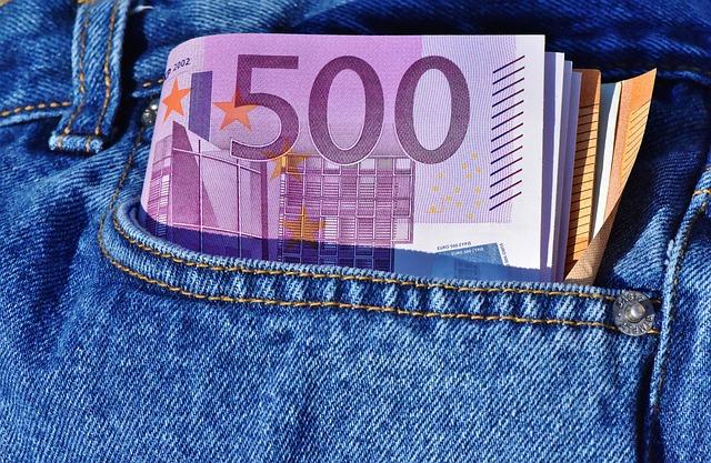 money 3115981 640