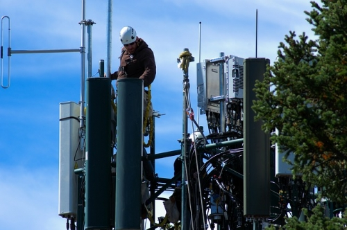 working on cell tower 3850689 640