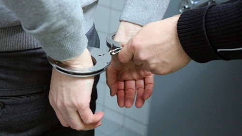 handcuffs 2102488 640