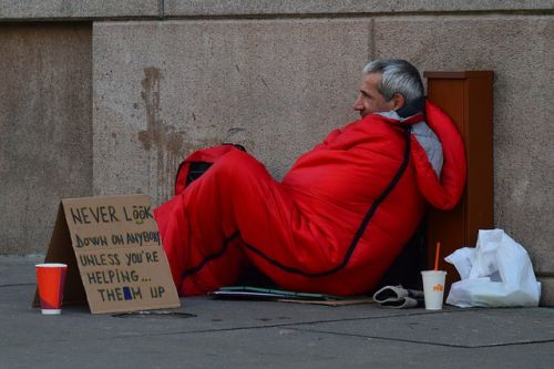 homeless-man-833017 640