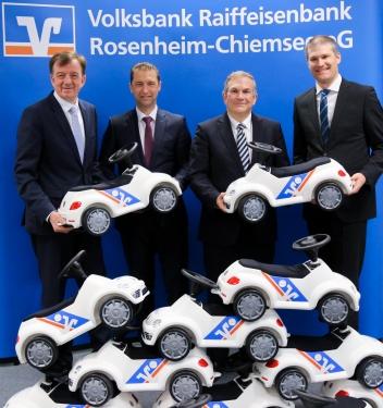 Pressefoto VBRB mit Cars Ganzkoerper