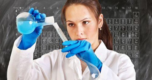 chemist-3014142 640