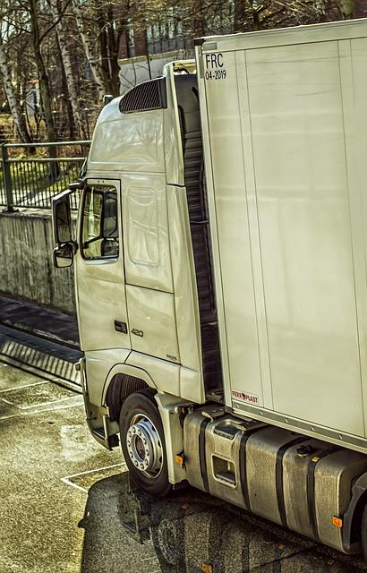 truck-685890_640.jpg